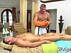 Buffed mature masseur jerks a studs ding dong