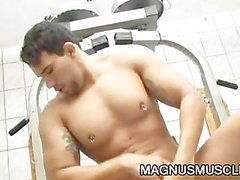 Muscular studs Alexander Senna and Renzo Mazime fucking gym exerc