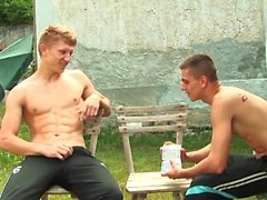 Horny and cute Steve and Tim enjoy anal ramming outdoors